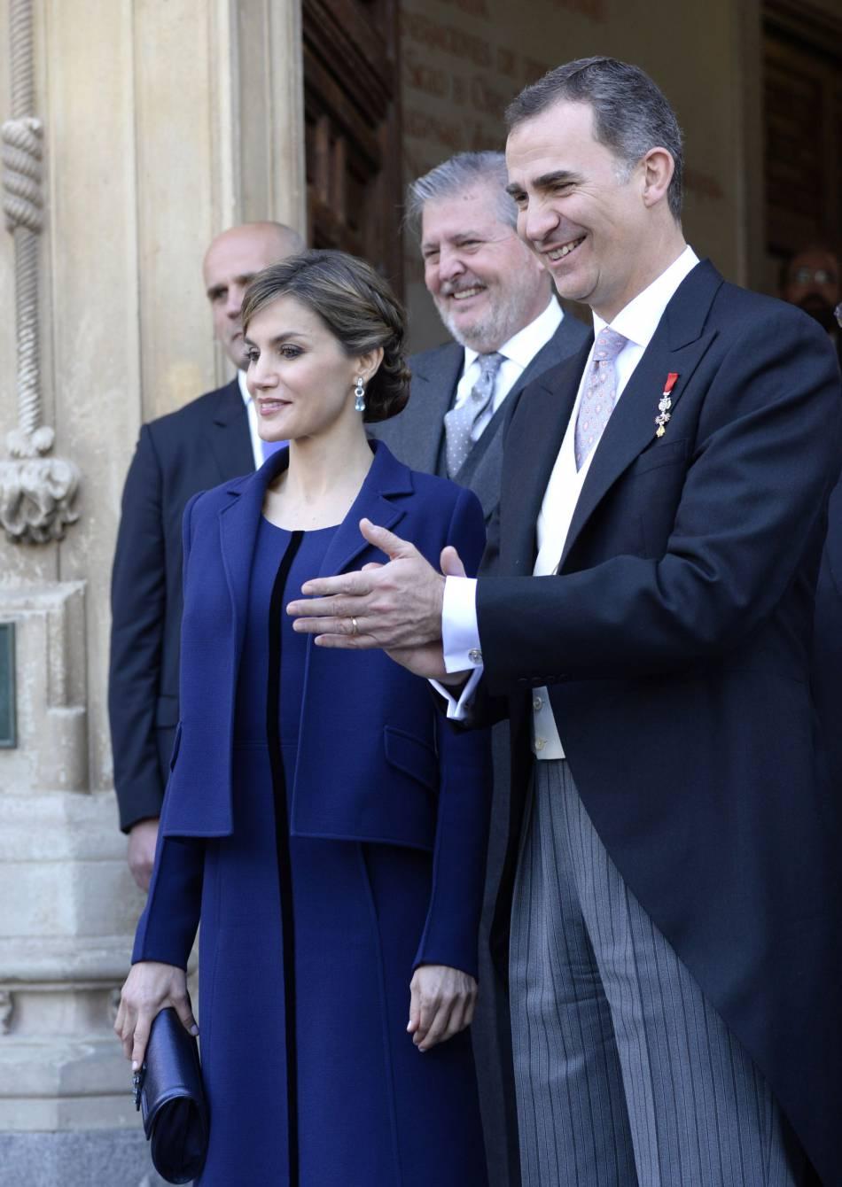 Letizia a une nouvelle fois opté pour un total look Felipe Varela, son styliste favori.