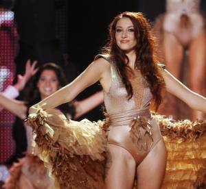 Delphine Wespiser : sa métamorphose très sexy et osée en danseuse de cabaret