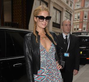 Paris Hilton, célibataire et sexy: elle affiche un décolleté affolant à Londres