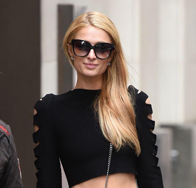 Paris Hilton : une célibataire absolument canon dans les rues de Londres.