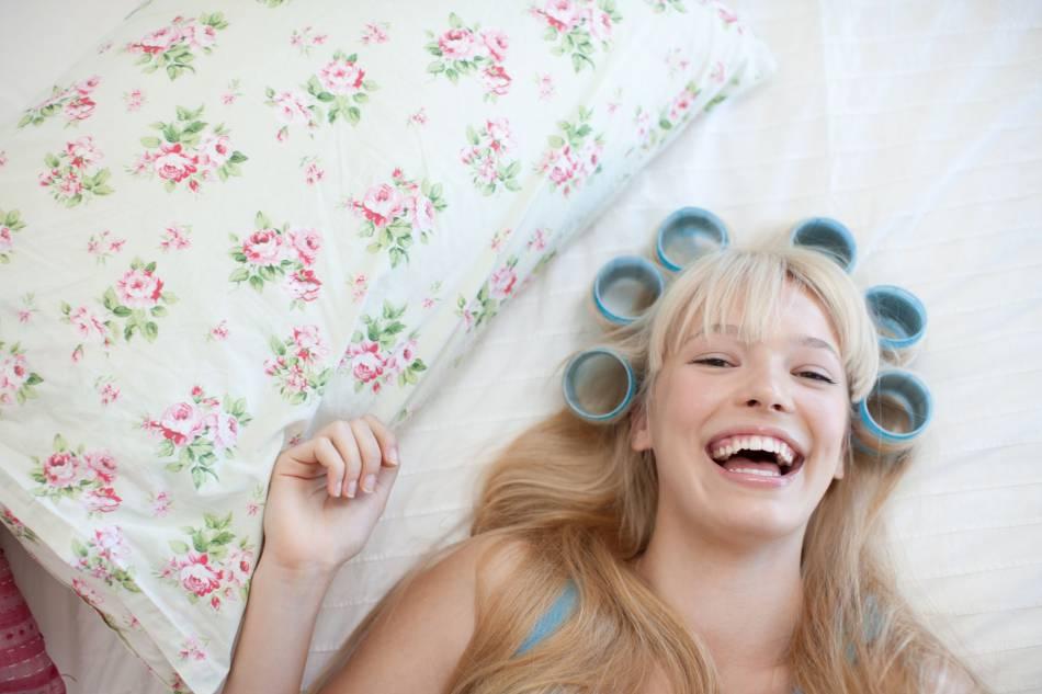 Dormir avec des bigoudis ? Impossible. Misez sur le sopalin !