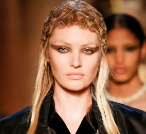 Un smoky marron ? Pourquoi pas ! Ainsi, Givenchy adoucit le regard.