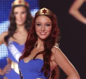 Delphine Wespiser : une Miss sexy en bikini, elle joue les yogi au soleil