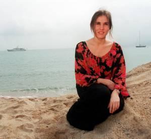 En 2000, Mathilde Seigner illumine le Festival de Cannes.