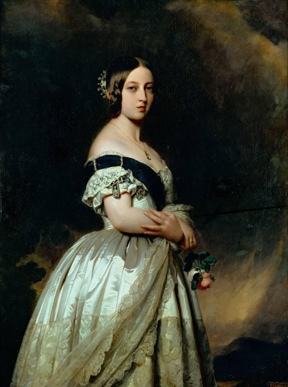 La reine d'Angleterre s'est mariée dans robe blanche à l'époque où cette couleur commençait à peine à être portée aux mariages.