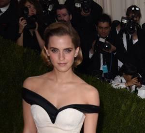Touche green avec cette robe Calvin Klein spéciale #greencarpetchallenge portée par Emma Watson.