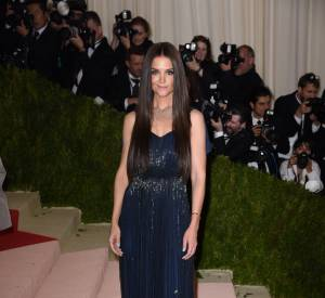 Cette robe Zac Posen toute simple met parfaitement Katie Holmes en valeur.