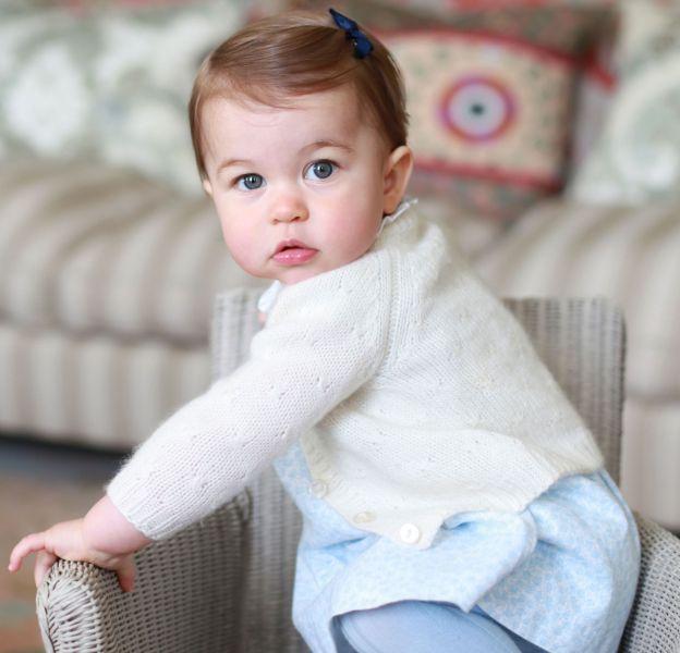 La petite robe bleue de la princesse, de la marque M&H, a rencontré un franc succès auprès de ses fans.