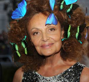 Diane Von Furstenberg a voulu une coiffure printanière, parsemée de papillon colorés.