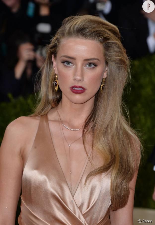 Amber Heard et sa bouche framboise foncée au Met Ball Gala 2016.