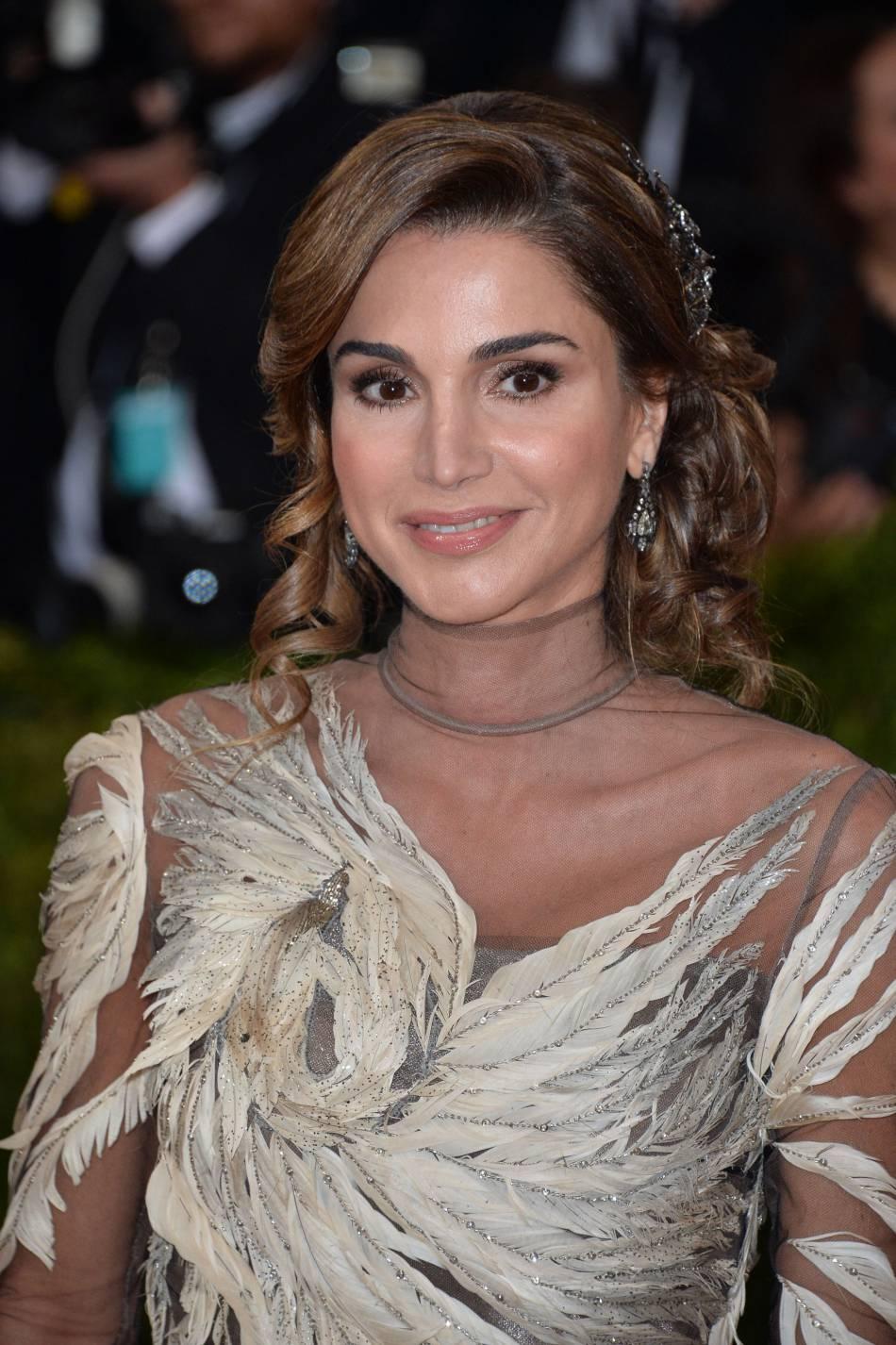 Rania de Jordanie se contente de sublimer sa carnation naturelle.