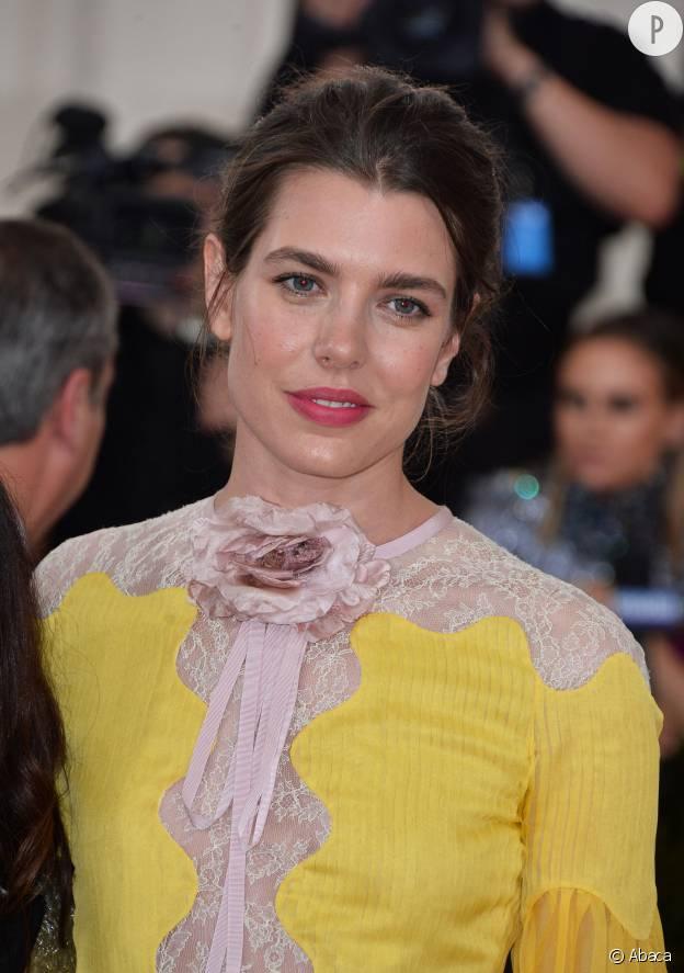 Charlotte Casiraghi, princesse romantique à la bouche rosée.