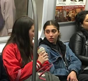 Lourdes Leon a beau être la fille de Madonna, elle passe inaperçue dans les transports en commun.