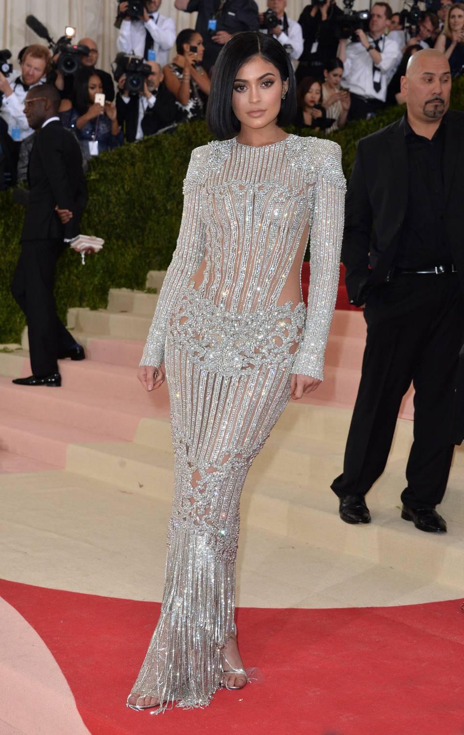 Kylie Jenner a choisi une robe Balmain pour le Met Ball.