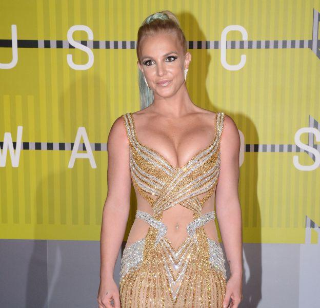 Britney Spears est terriblement sexy dans un maillot de bain fluo sur Instagram.