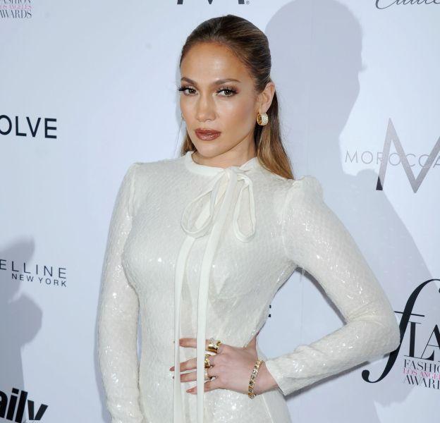 Jennifer Lopez réchauffe la Toile avec son selfie bouillant.