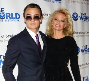 Pamela Anderson accompagnée de son fils aîné Brandon Lee Thomas au 4ème gala annuel Champions of Jewish Values international Awards.