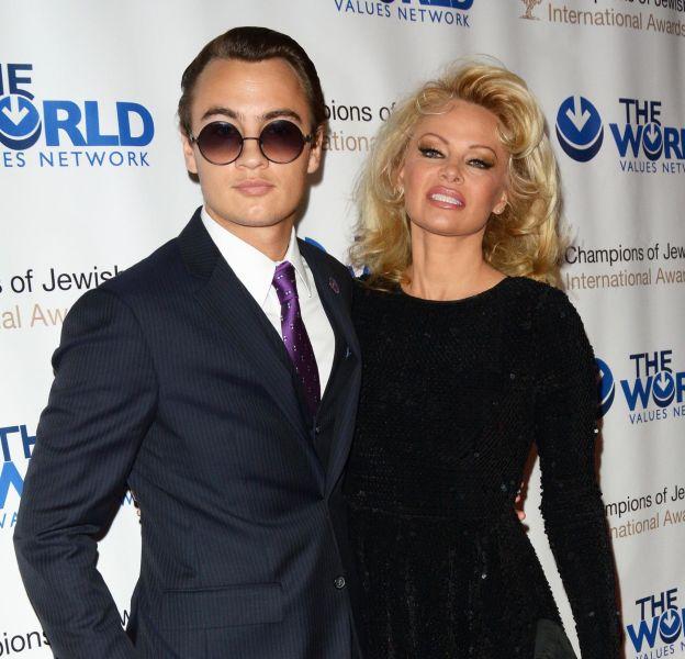 Pamela Anderson accompagnée de son fils aîné Brandon Lee Thomas au 4ème gala annuel Champions of Jewish Values international Awards.