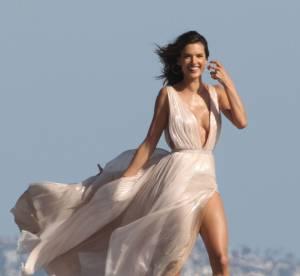 Alessandra Ambrosio dévoile ses courbes pour vendre son nouveau parfum !