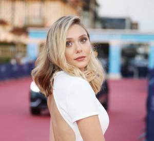 En Calvin Klein, la jolie blonde prouve que la sobriété chic est son credo.