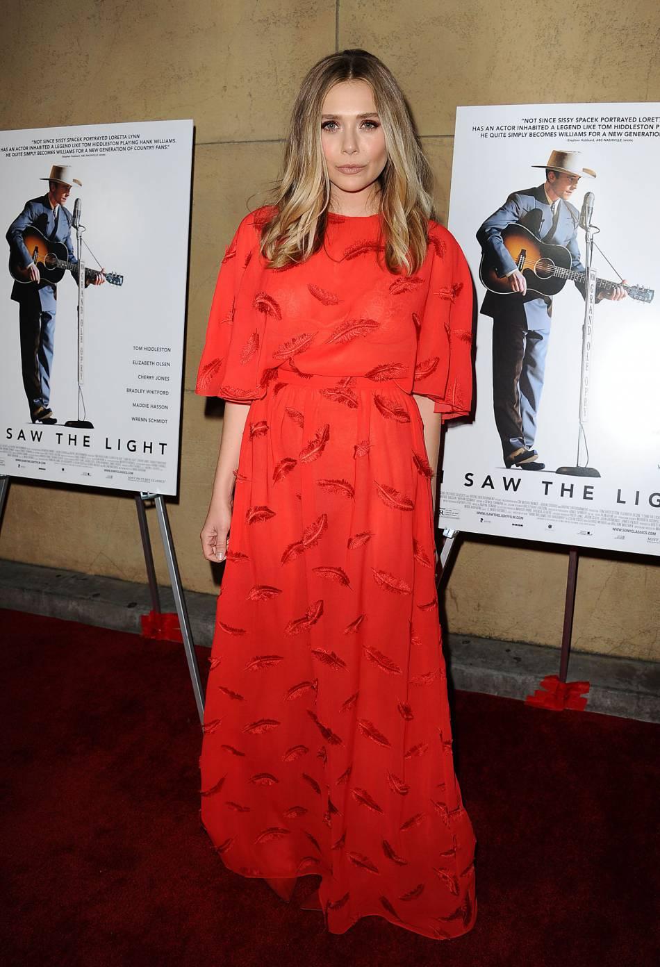 Cette robe Emilio Pucci met parfaitement Elizabeth Olsen en valeur. Très lumineux !