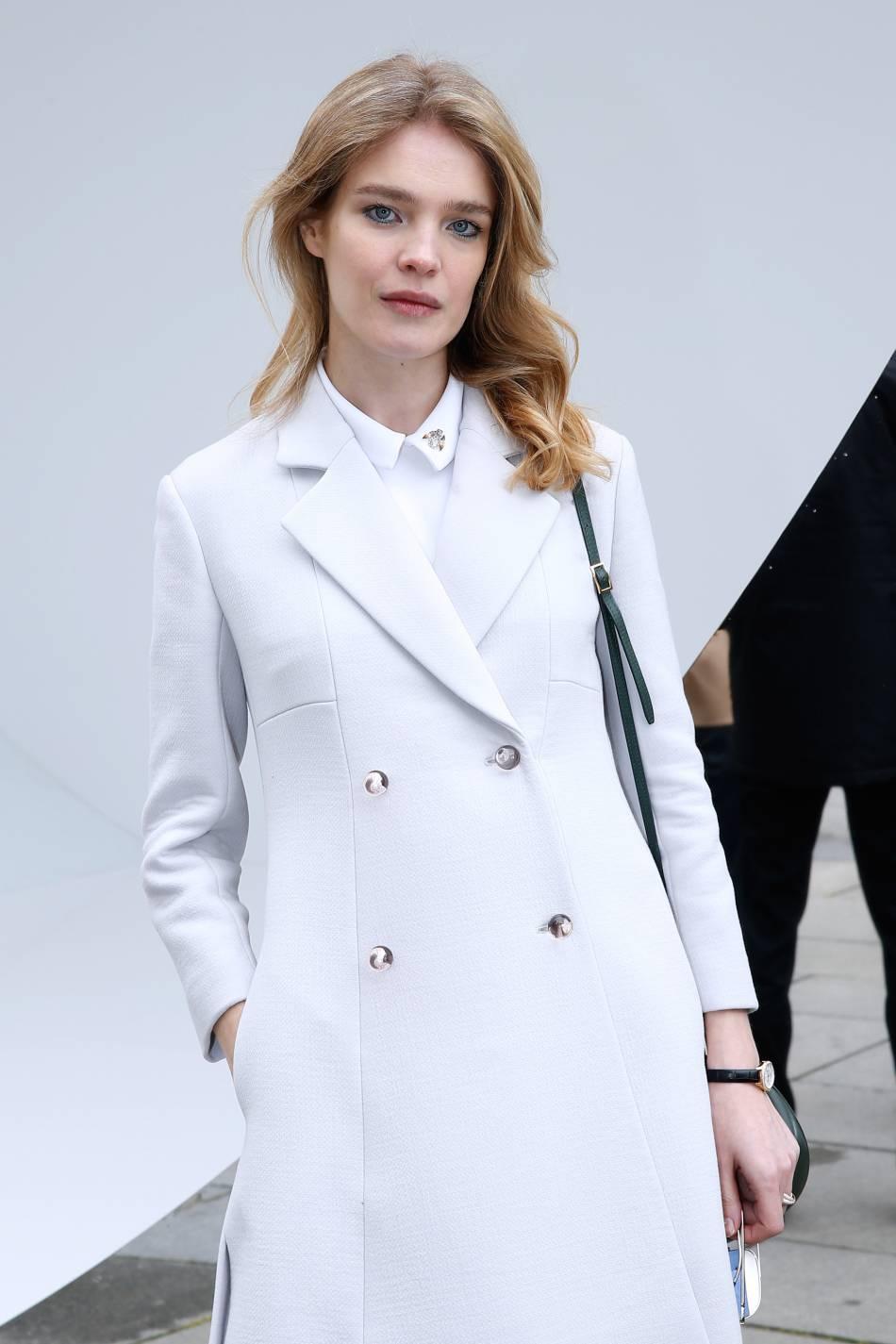 Natalia Vodianova fait également partie de celles qui entretiennent leurs sourcils épais comme des bijoux différenciants.