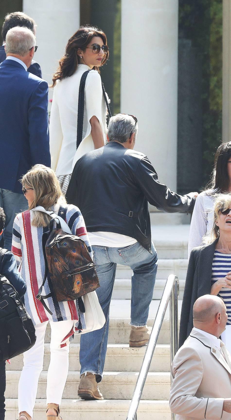 George Clooney présente son nouveau film sur la Croisette. Il a fait venir sa femme à Cannes pour vivre, en même temps, un séjour romantique et grand luxe avec elle dans le Sud de la France.