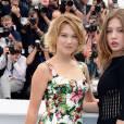 """Léa Seydoux en duo avec  Adèle Exarchopoulos au photocall de """"La Vie d'Adèle"""", au Festival de Cannes 2013."""