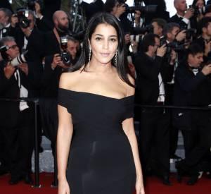 """Cannes 2016 : Leïla Bekhtien robe noire à traîne et sandales """"Minny"""" de Jimmy Choo."""