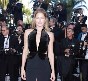 Cannes 2016 : Doutzen Kroes, canon en robe fendue et décolletée.