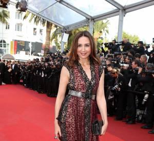 Cannes 2016 : Elsa Zylberstein en robe longue parée d'imprimés.