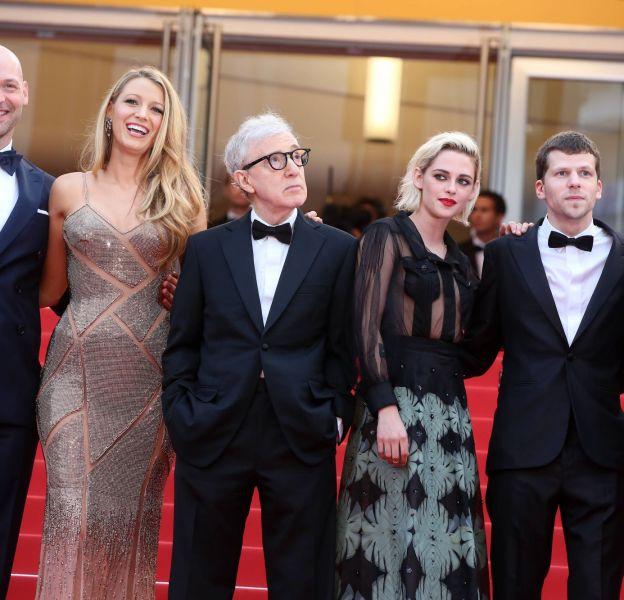 """Cannes 2016 : le casting de """"Café Society"""" sur les marches du Palais des Festivals."""