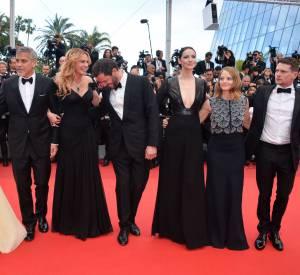 Dans la soirée, c'est Amal Clooney, l'épouse de George Clooney, qui a failli montrer sa culotte.