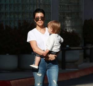 Kourtney Kardashian garde ses enfants pendant que ses soeurs sont à Cannes