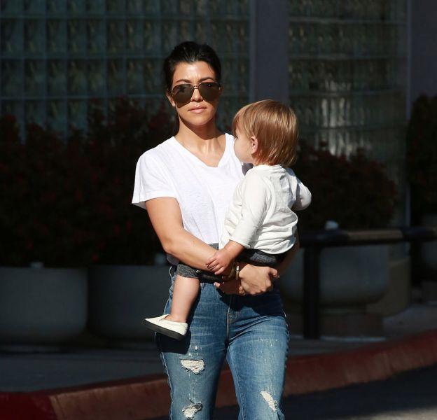 Kourtney Kardashian a été vue dans les rues de Los Angeles avec ses enfants Mason et Reign.