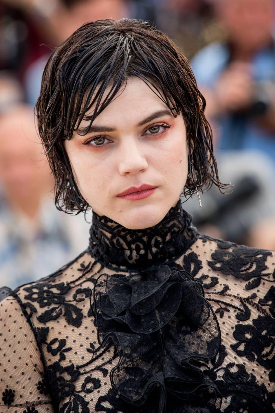 Soko a opté pour une version light du maquillage de Kristen Stewart à Cannes.