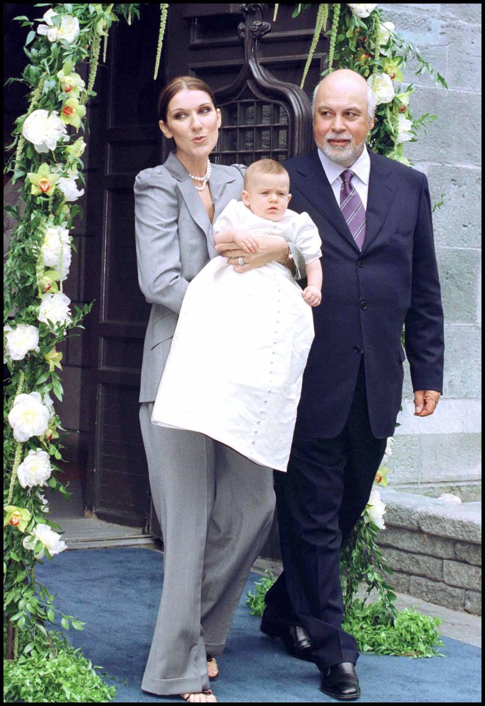 Céline Dion lors du baptême de son premier enfant René-Charles en 2001.