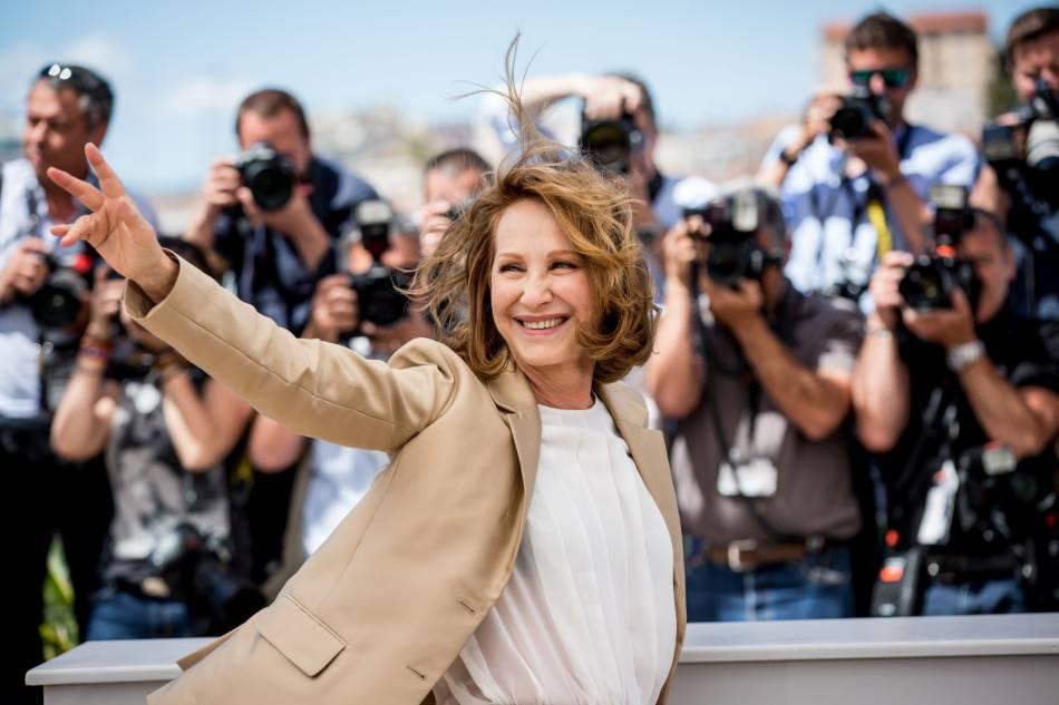 """Nathalie Baye tout sourire pour le film """"Juste la fin du monde"""" présenté à Cannes 2016."""