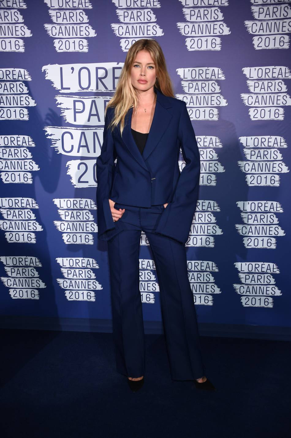 Doutzen, birthday girl en smoking oversize.