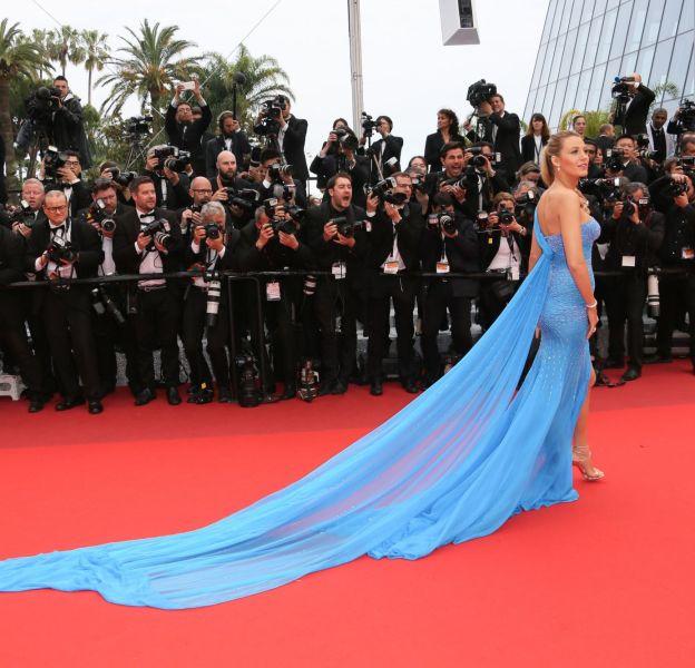 Cette robe Atelier Versace est spectaculaire avec sa traine XXL.
