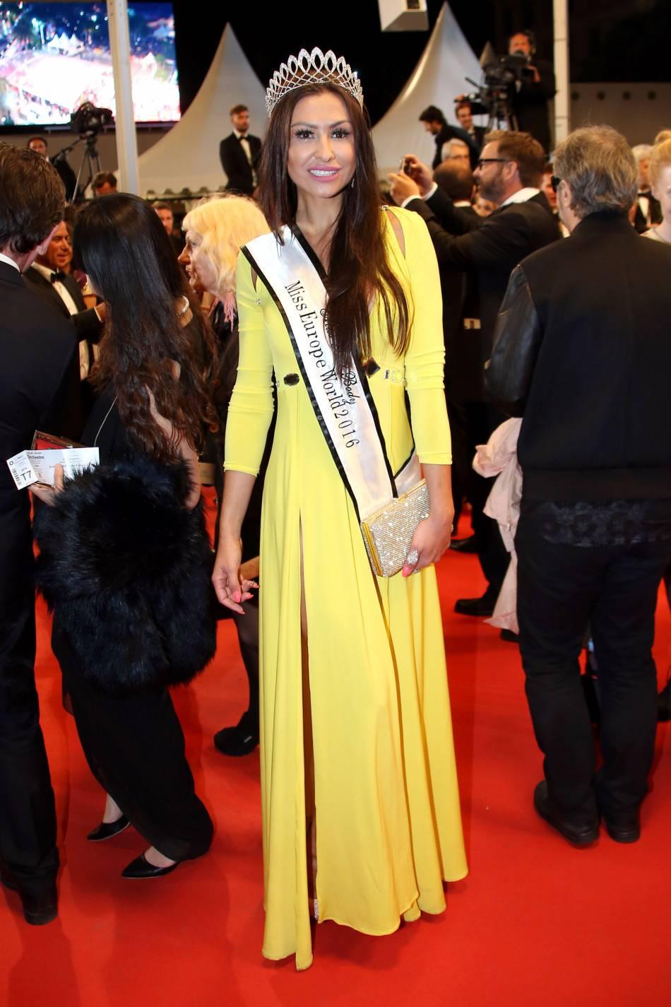 """Miss Europe World sur le tapis rouge de """"Blood Father""""."""