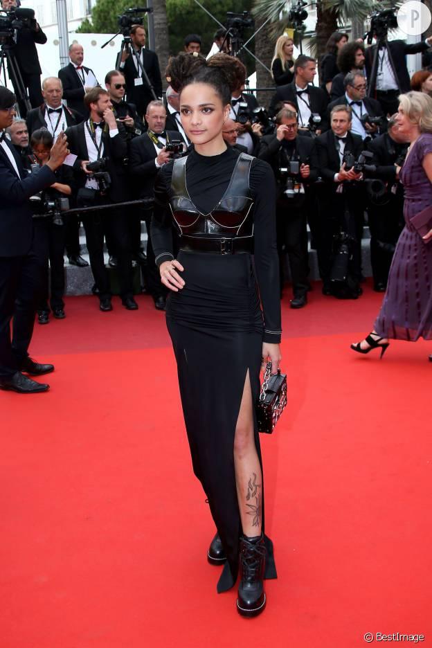 """Sasha Lane, à l'affiche de """"American Honey"""", étrennait un style futuriste et décalé à Cannes."""