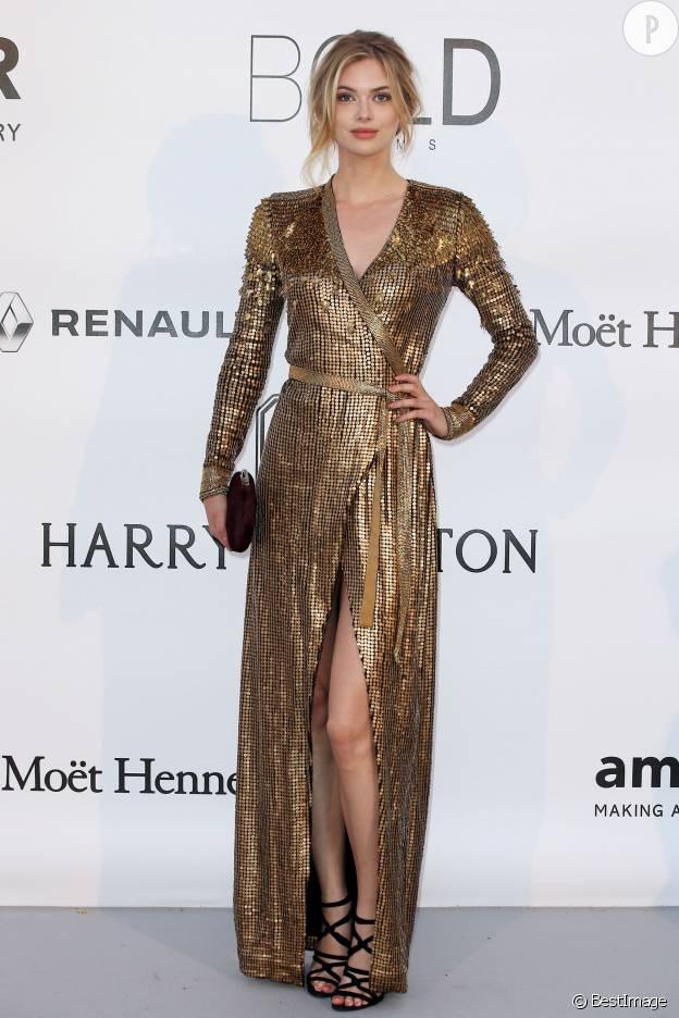 Megan Williams est audacieuse dans sa robe façon cotte de maille lors du gala de l'AmfAr.