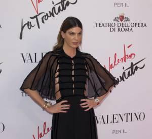 """Bianca Brandolini d'Adda a misé sur le noir et la transparence à la première de """"La Traviata"""", dimanche 22 mai à Rome."""