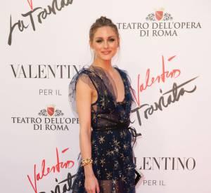 """Olivia Palermo, ravissante pour le tapis rouge de """"La Traviata""""."""