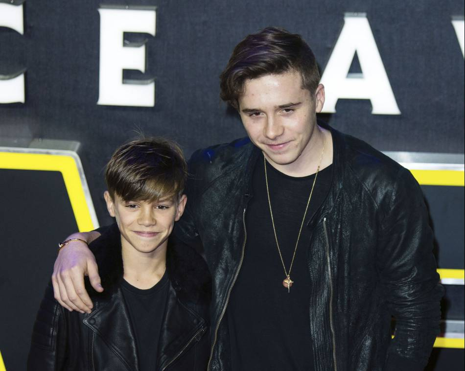 Brooklyn Beckham pose pour le magazine  Vogue China  avec son petit frère Romeo.