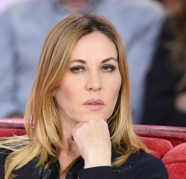 """Mathilde Seigner lors de l'enregistrement de l'émission """"Vivement Dimanche"""" à Paris le 15 Décembre 2015."""
