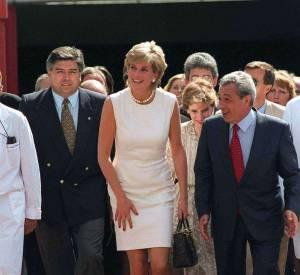 Lady Diana est décédé en 1997, elle repose dans le parc de la maison d'Althorp.