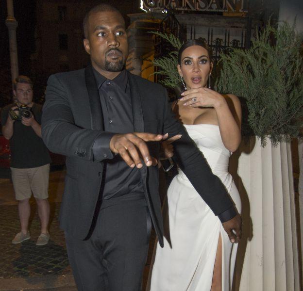 Kanye West protecteur de sa femme Kim Kardashian.