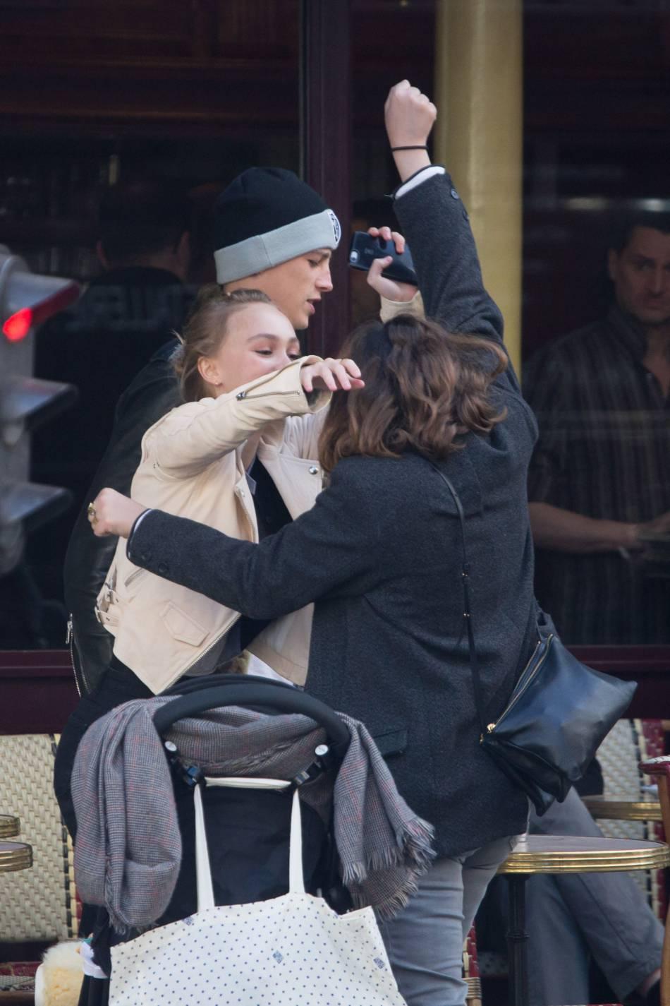 Alysson et Lily-Rose, un duo tante-nièce très complice. L'actrice a apporté son soutien à Johnny Depp, accusé de violence par son Amber Heard.